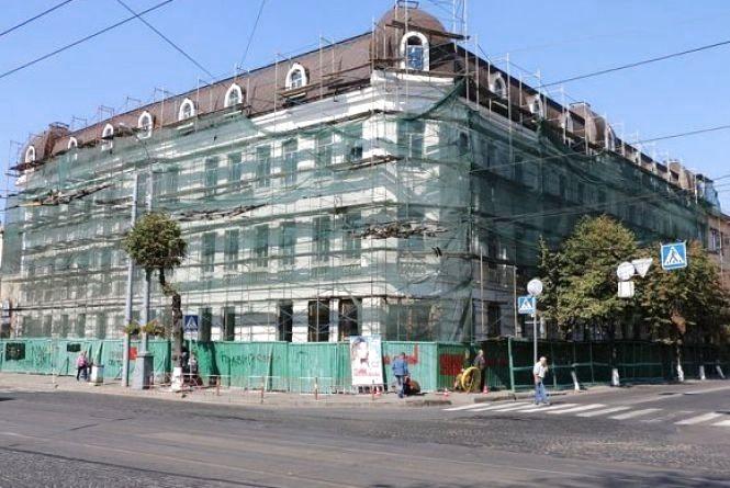 Будинки-обшарпанці: «Мури» без ремонту, а на мерію виділили 8,3 мільйони