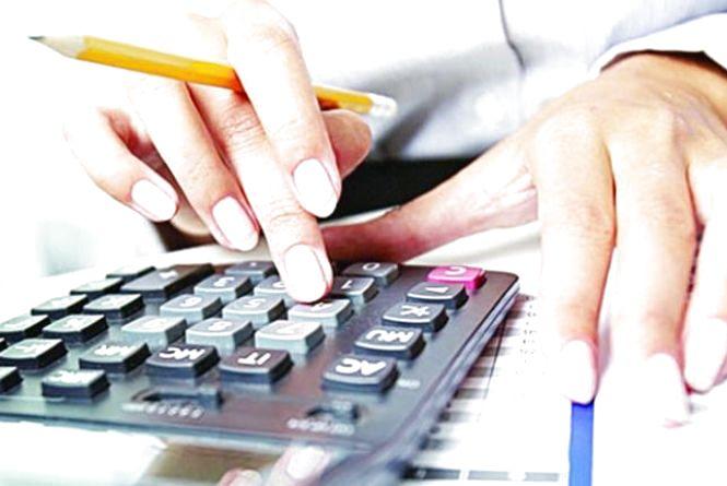 У податковій черги. Сьогодні останній день подання декларацій про доходи