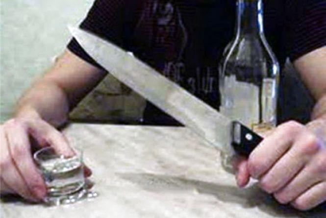В Іллінцях п'яний син випадково наткнувся на ніж, який тримав п'яний батько