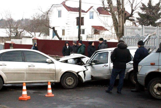 """Аварія на Маяковського. Водій на """"Шевроле"""" врізався в """"Фольксваген"""""""