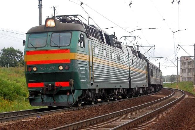 Потяг насмерть збив подружжя: переходили колію у забороненому місці