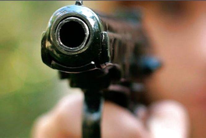 У Бару четверо чоловіків приїхали на «розбірки» з рушницею та пістолетом