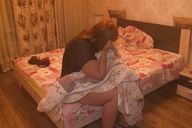 Молодая русская пара долбится в жопу на кровати