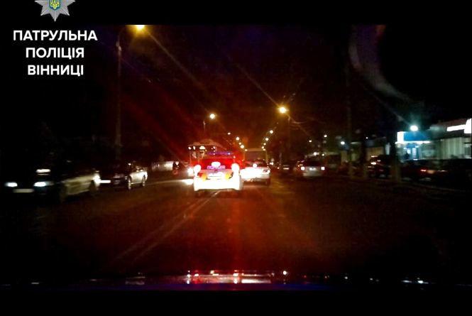 Три екіпажі вінницької поліції гналися за викрадачем авто аж до Калинівки