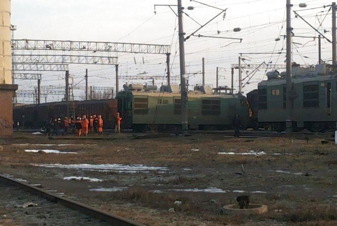 У Жмеринці зійшов з колій вантажний потяг. ФОТО з місця події