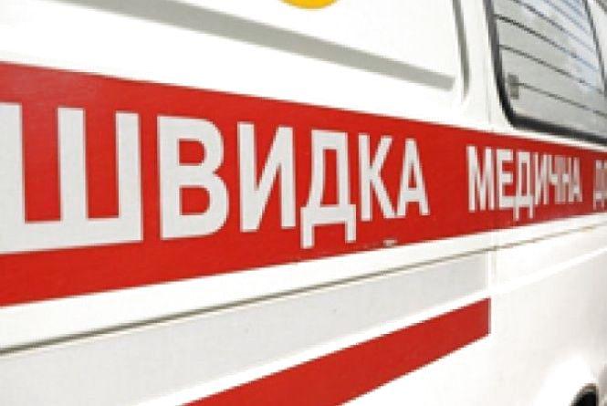У Вінниці на вулиці Грохольських застрягла в болоті карета швидкої допомоги
