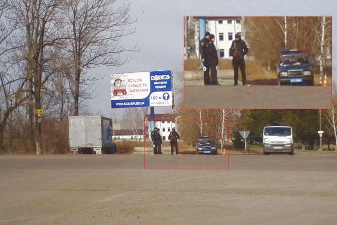 Фото дня: поліцейські з автоматами встановили блокпости на в'їздах у Вінницю