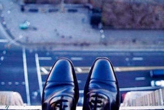 На Станіславського з 5 поверху вистрибнув молодий чоловік