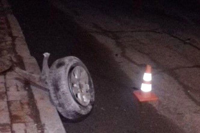 Проїхався без колеса та на боку: П'яне  нічне ралі «Volkswagen» по Вінниці (ВІДЕО)