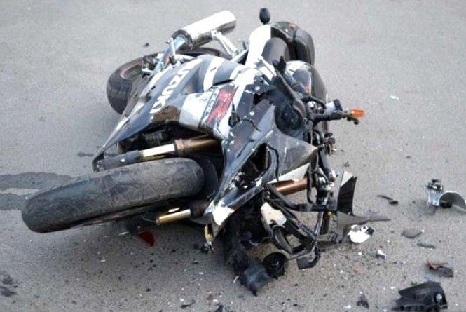 На Ватутіна не розминувся мотоцикл та легковик. Є постраждалі