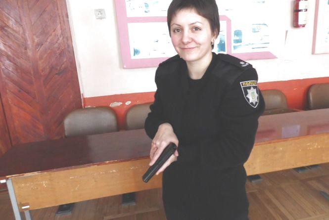 Поліцейський інструктор Ніна: «У Канаді чи Штатах учать стріляти інакше»