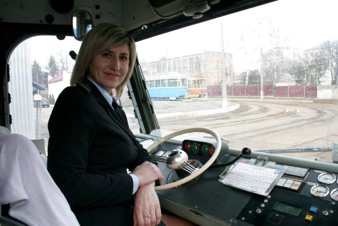 Водій трамваю Катерина Павлик про 22 роки від зупинки до зупинки