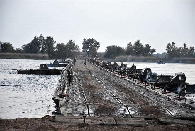 Понтонний міст. Вінничани пропонують нові об'їзди через ремонт Київського мосту