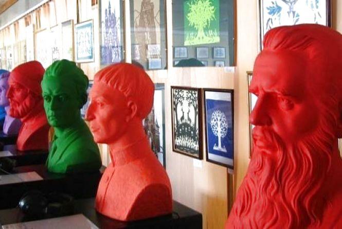 В краєзнавчому музеї «покажуть» незрячим, як виглядали найвидатніші особистості України