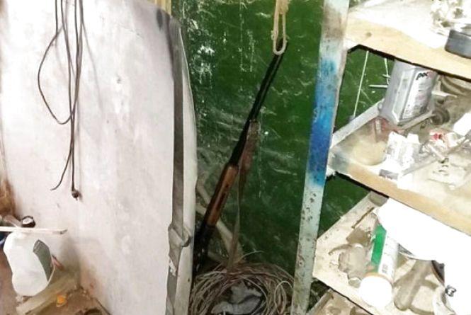 У немирівського пенсіонера дома знайшли макову соломку, зброю та набої