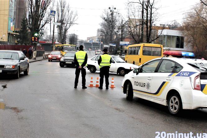 Що відбувається на Київському мосту: громадський транспорт працює в штатному режимі