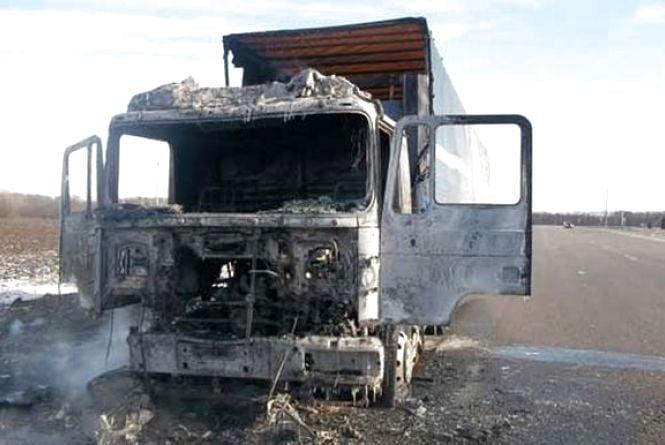На вінницькій трасі запалала вантажівка «МАN». Кажуть, замкнула проводка