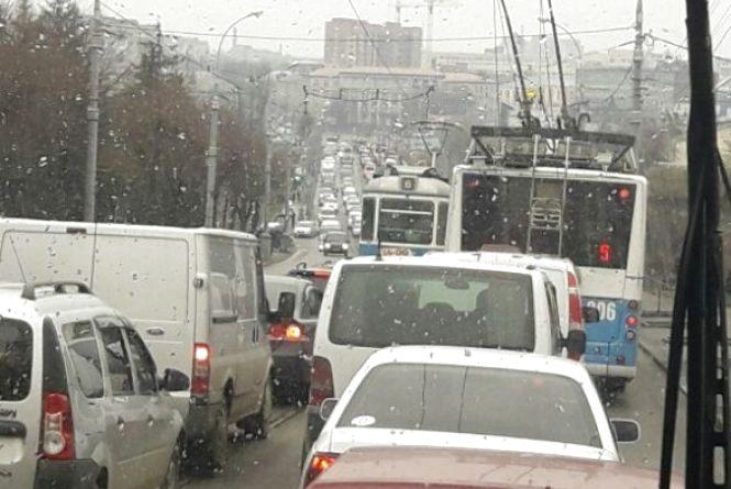 Війна з заторами: в'їзд на Коріатовичів з Центрального мосту — закритий