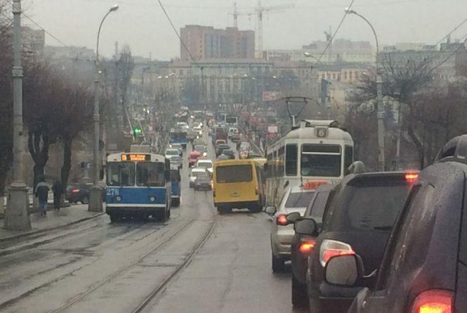 Вінничанин Олександр закликає відкрити для всіх половину Київського мосту