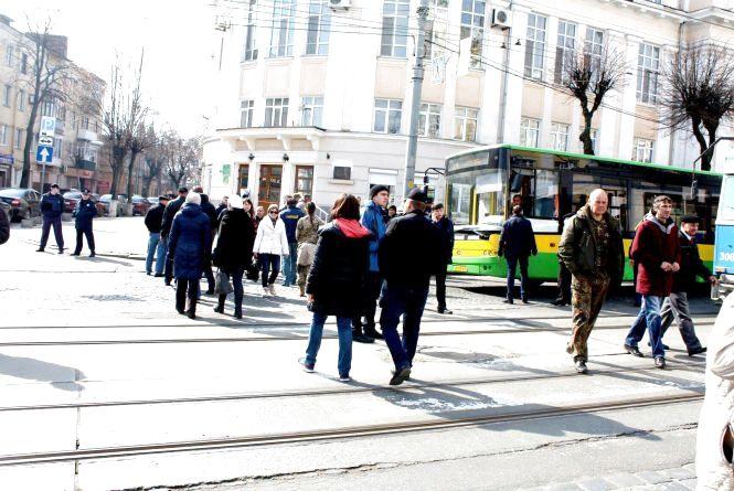 «ДАП, Іловайськ, STOP». Активісти перекрили вулицю Соборну