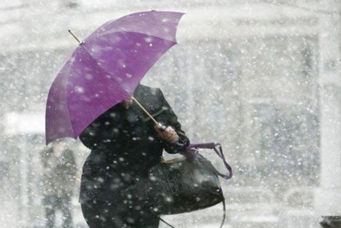 Колючий вітер, мокрий сніг та грози – завтра в Україні погіршиться погода