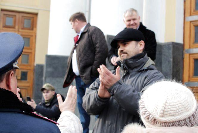 «Чому вони ходять?». Вінничани не розуміють, що роблять активісти на Соборній