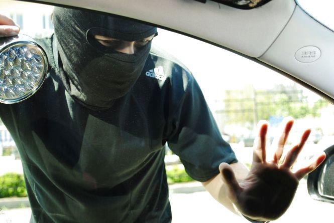 Крадій невдаха намагався поцупити два авто. Обидві спроби він провалив