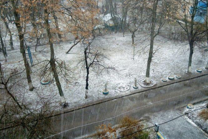 Назад до зими – у Вінниці пішов березневий сніг та град (ФОТО з соцмереж)