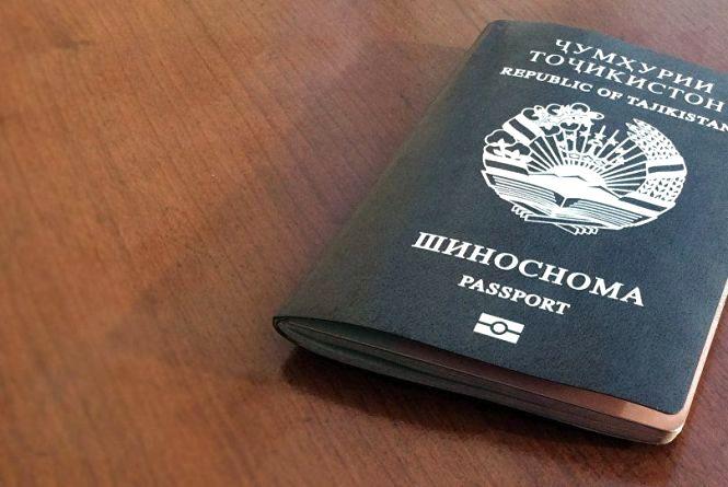 Молоду маму та її дочку затримали на кордоні. У жінки підробний паспорт