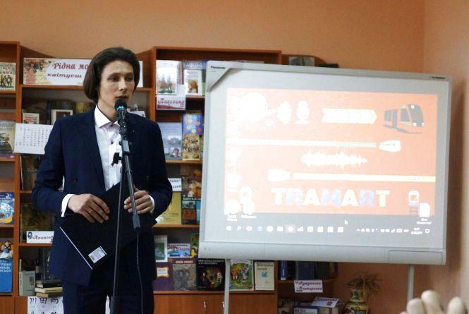 Вірші «про бомжів» у вінницьких трамваях читатимуть і далі, але обіцяють менше