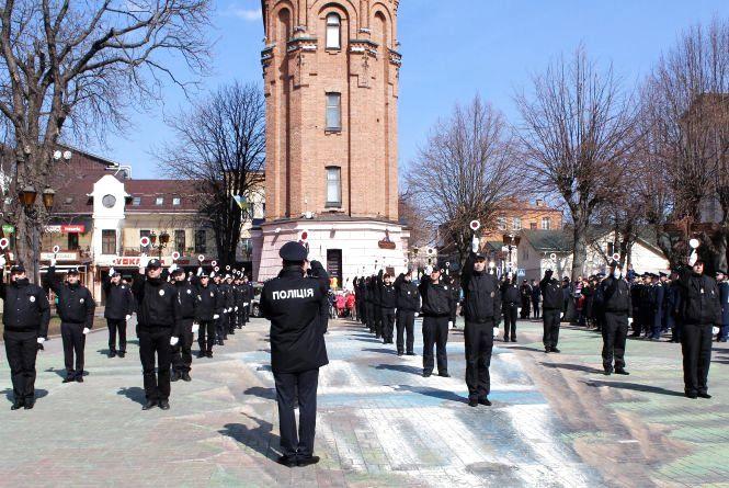 Флешмоб від вінницьких копів: марш регулювальників з дітьми (ФОТО,ВІДЕО)