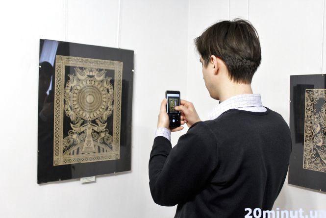 Народна творчість: у Вінниці відкрилась виставка витинанок