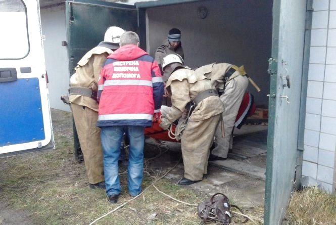 Рятувальники дістали із підвалу літню жительку Ладижина. ФОТО