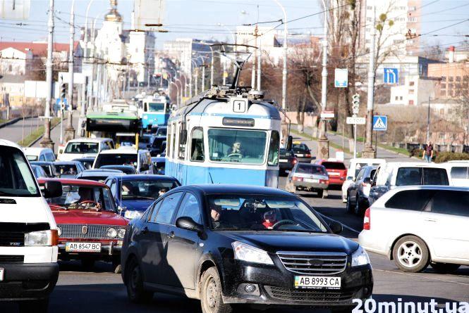 Затори з усіх напрямків: Центральний міст заповнений транспортом
