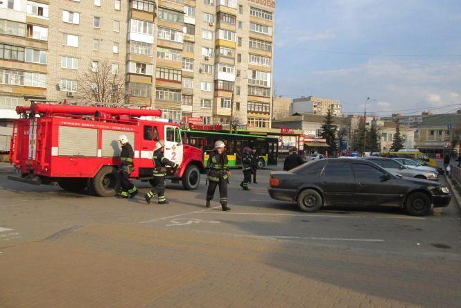 На площі Перемоги рятувальники та поліція зробили «хепі-енд»