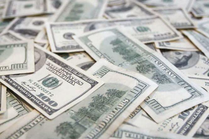 Курс валют від НБУ на 10 квітня: долар і євро знову дешевшають
