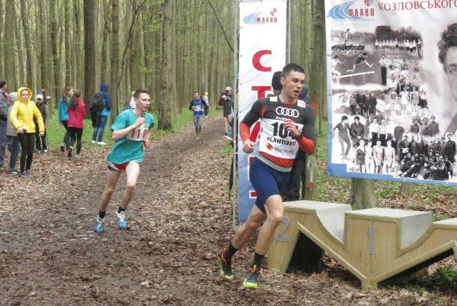 У Лісопарку провели масовий легкоатлетичний крос пам'яті Юрія Козловського