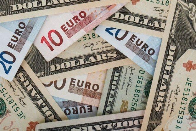Курс валют від НБУ на 16 квітня 2017: долар і євро дешевшають