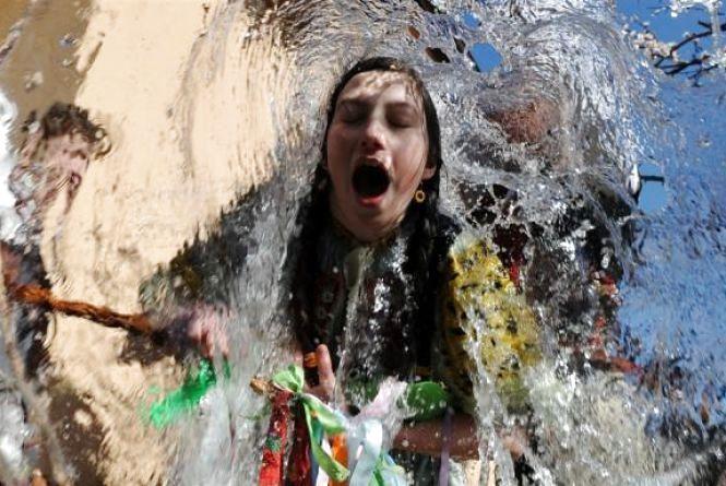 Завтра, 17 квітня, обливаний понеділок: очищайтеся водою та ходіть в гості