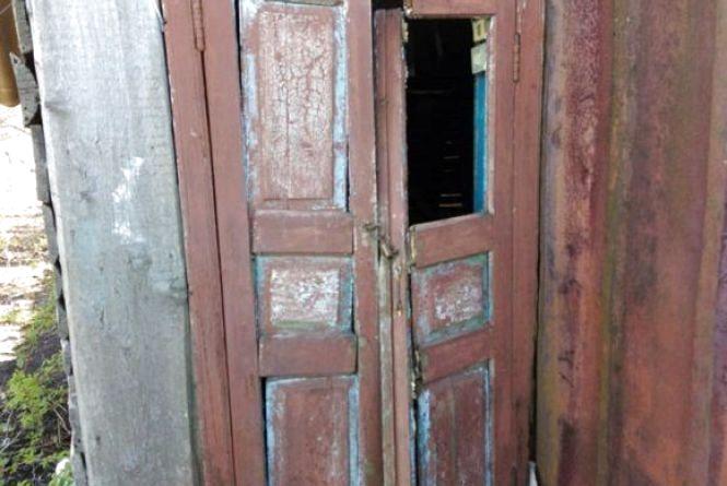 Підліток проламав двері та пограбував комору сусіда. ФОТО