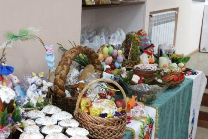 «Великодня благодать»: вінницьких пенсіонерів пригощали пасками та крашанками. ФОТО