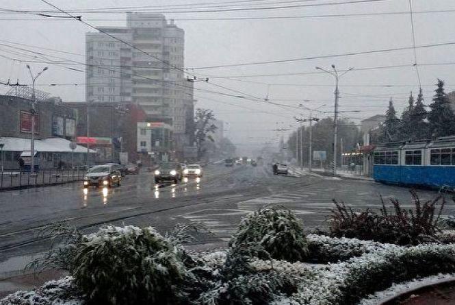 Що з погодою? Синоптики пояснили, чому випав сніг