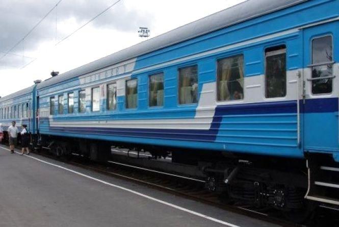 Укрзалізниця запускає більше 20 додаткових поїздів на травневі свята