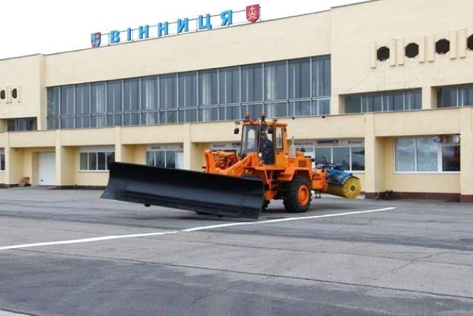 Снігоприбиральна машина, яка не має аналогів в Україні, з'явилася у вінницькому аеропорту