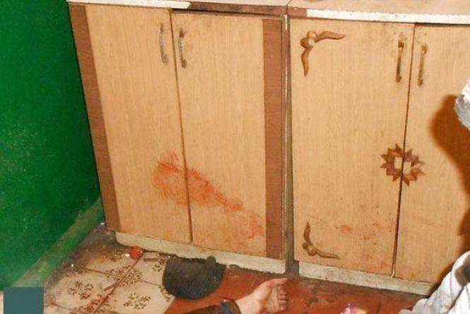Криваве застілля в Махнівці: син в тюрмі, матір побита, а співмешканець мертвий