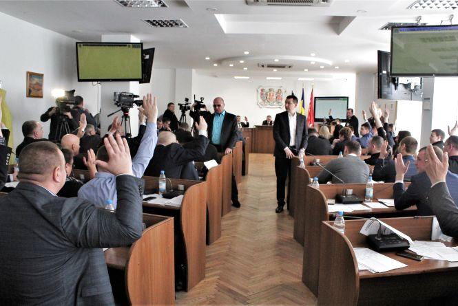 Доступні ліки, нові робочі місця та бійки депутатів. Що було на сесії міськради? (ВІДЕО)
