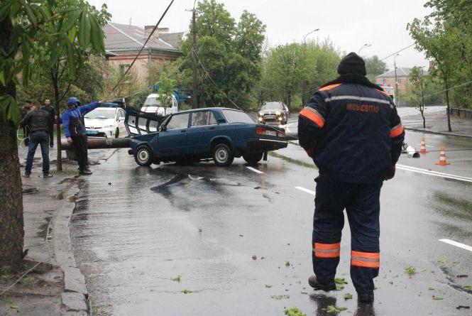 """Аварія на Магістратській: водій на """"ВАЗі"""" зніс опору"""