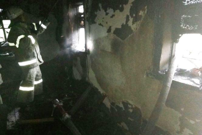 В палаючому будинку на очах в сусідів заживо згорів чоловік (ФОТО)