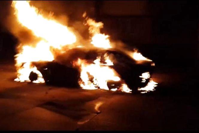 На Вінниччині вночі горів Mercedes-Benz E280. Хтось підпалив?