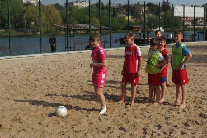Де у Вінниці пограти в пляжний футбол